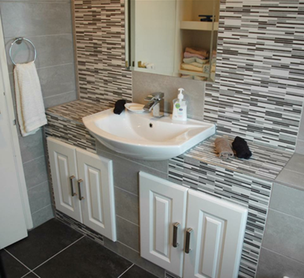Bathroom Tiling in Dublin Kildare, Meath and Wicklow. Robert E Lee tiling contractors